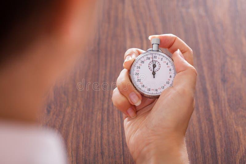 Cronômetro na mão fêmea fotografia de stock royalty free