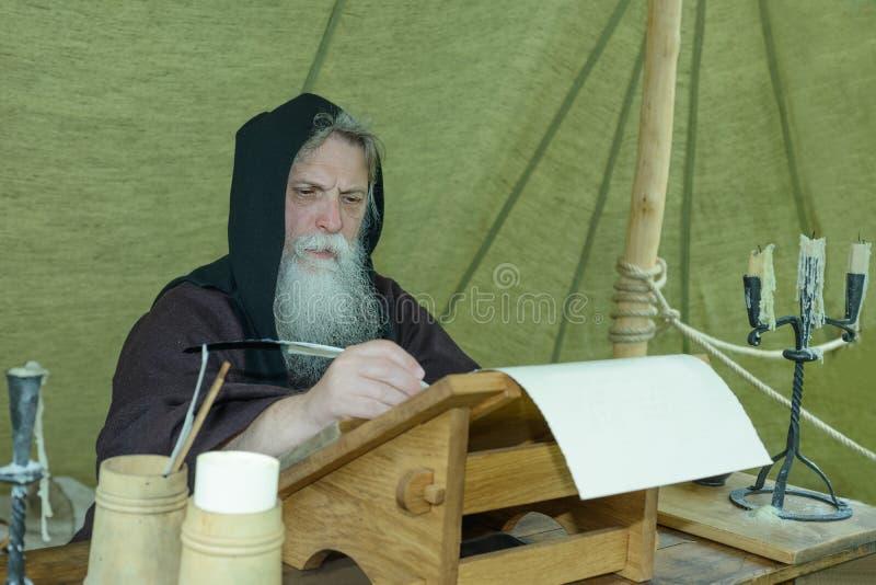 Cronista del monje imagen de archivo libre de regalías