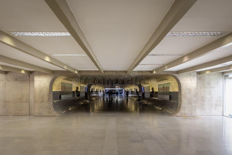 Cronometre o túnel do Senado em escritórios de conexão brasileiros do congresso nacional e em construções plenárias - Brasília, D foto de stock