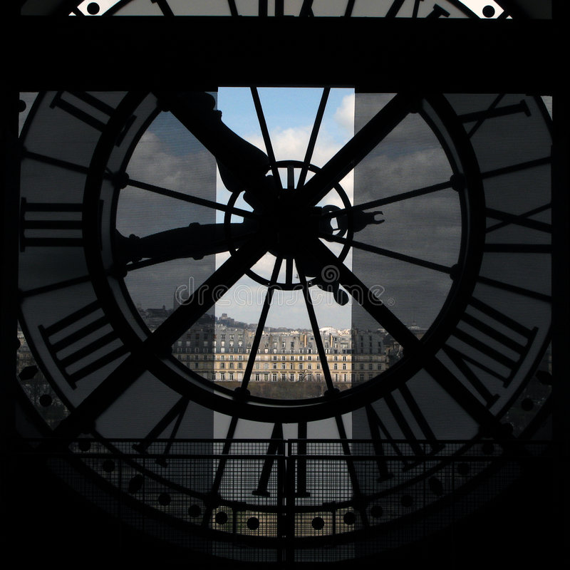 Cronometre a vista de Paris do museu de Orsay, France imagem de stock