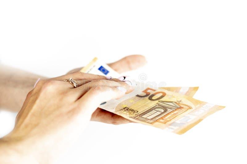 Cropped strza? unrecognizable kobiety r?ki mienia euro banknot obrazy stock