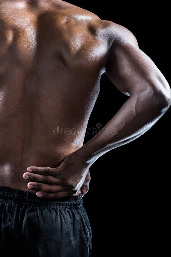 Cropped wizerunek mięśniowy atlety cierpienie przez bólu pleców obrazy stock