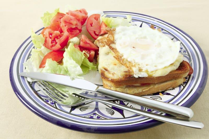 croque jajko smażył madame talerza zdjęcie stock
