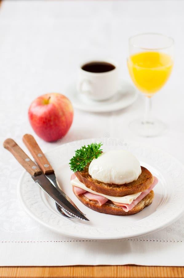 Croque madame, Francuska grzanka z jajkiem obraz royalty free