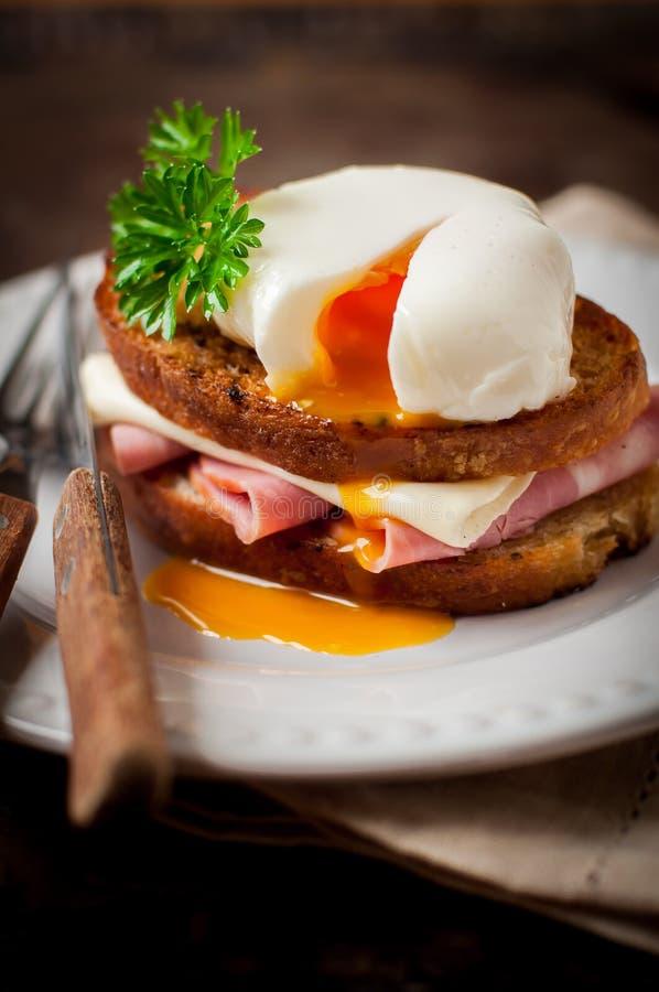 Croque madame, Francuska grzanka z jajkiem obrazy royalty free