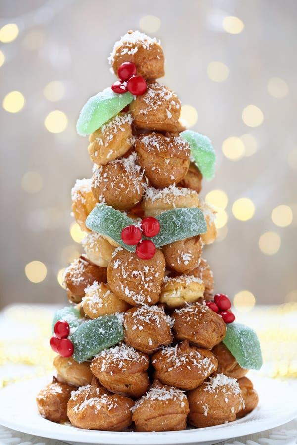 Croquembouche voor Kerstmis stock foto