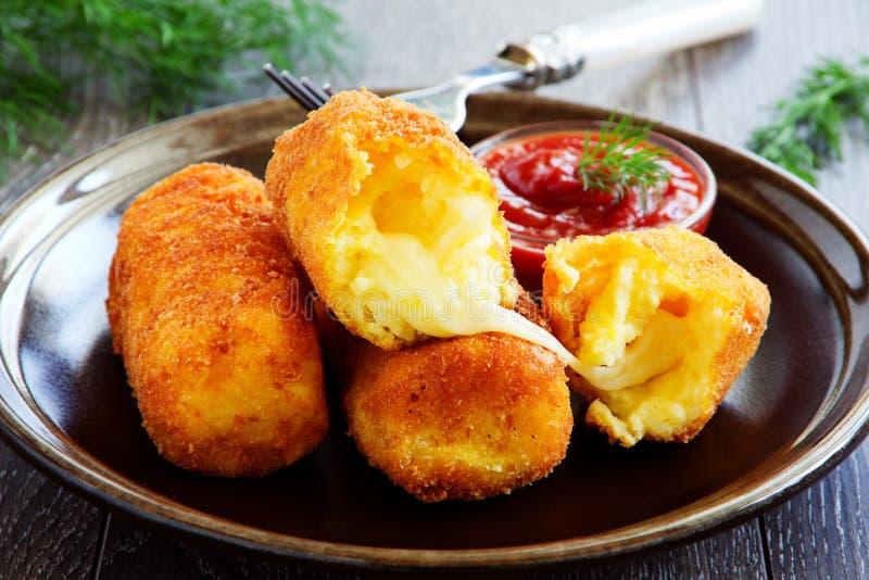 Croquetas de la patata con la mozzarella foto de archivo libre de regalías