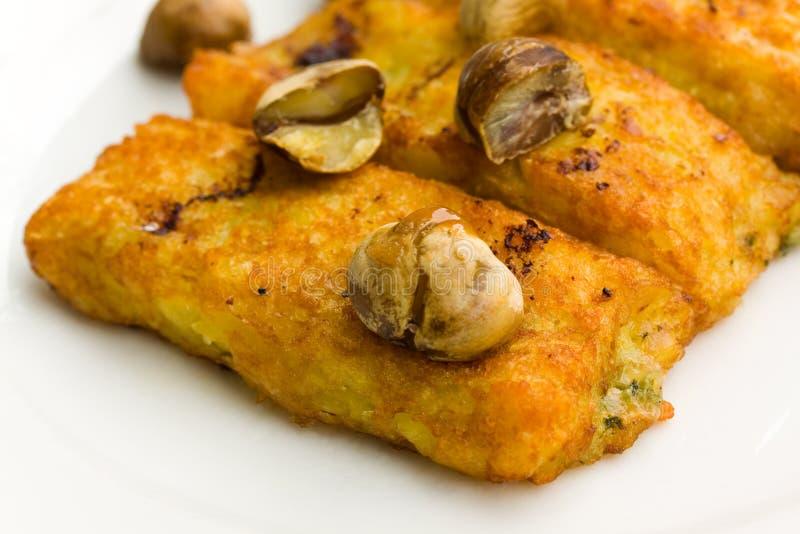 Croquettes bourrées de pomme de terre, avec du fromage, et Chestnu photo libre de droits