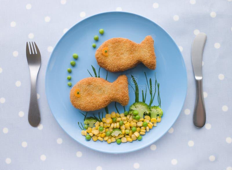 Croquettes de poisson avec des légumes photo libre de droits