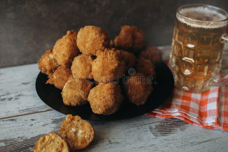 Croquettes de poulet images stock