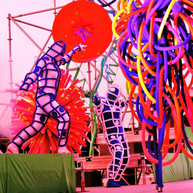 Croquis dans l'espace Spectacle de théâtre de rue en parc de Gorki à Moscou image libre de droits