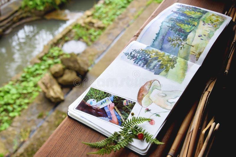 Croquis, illustration d'aquarelle avec les peintures colorées, peinture, art, carnet à dessins photo libre de droits