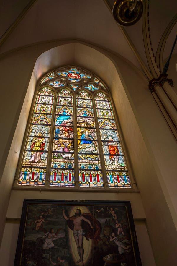 Croquis sur le vitrail à la cathédrale de sauveurs de St (sel de Sint photographie stock libre de droits