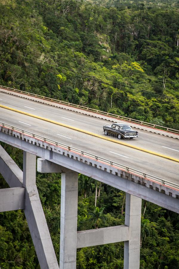 Cross Puente de Bacunayagua Bridge au Cuba images stock