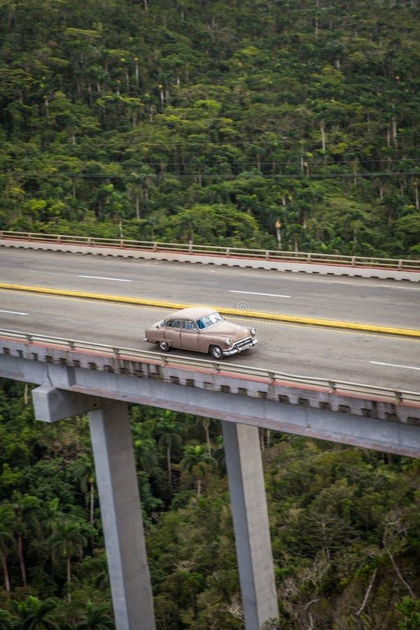 Cross Puente de Bacunayagua Bridge au Cuba image libre de droits