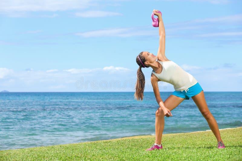 Crossfit ćwiczenia kobieta obrazy stock