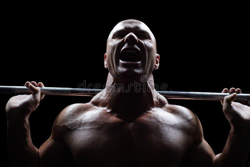 Crossfit di sollevamento dell'uomo in buona salute fotografia stock