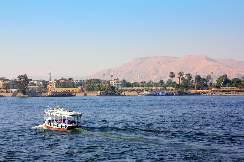 crossing egypt nile royaltyfri foto