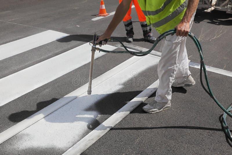 Crosswalk ремонтируя и крася стоковое фото rf