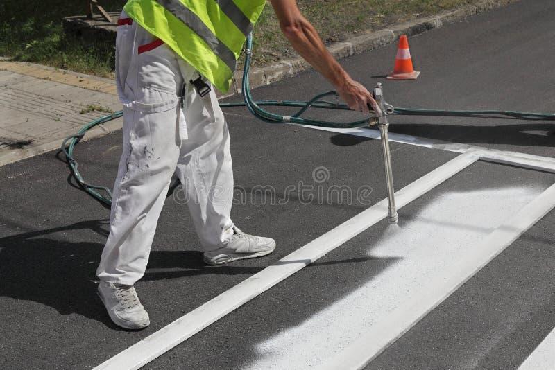 Crosswalk ремонтируя и крася стоковое изображение