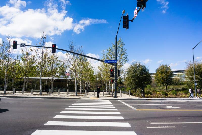 Crosswalk przed nowymi Jabłczanymi biurami w Krzemowa Dolina fotografia royalty free