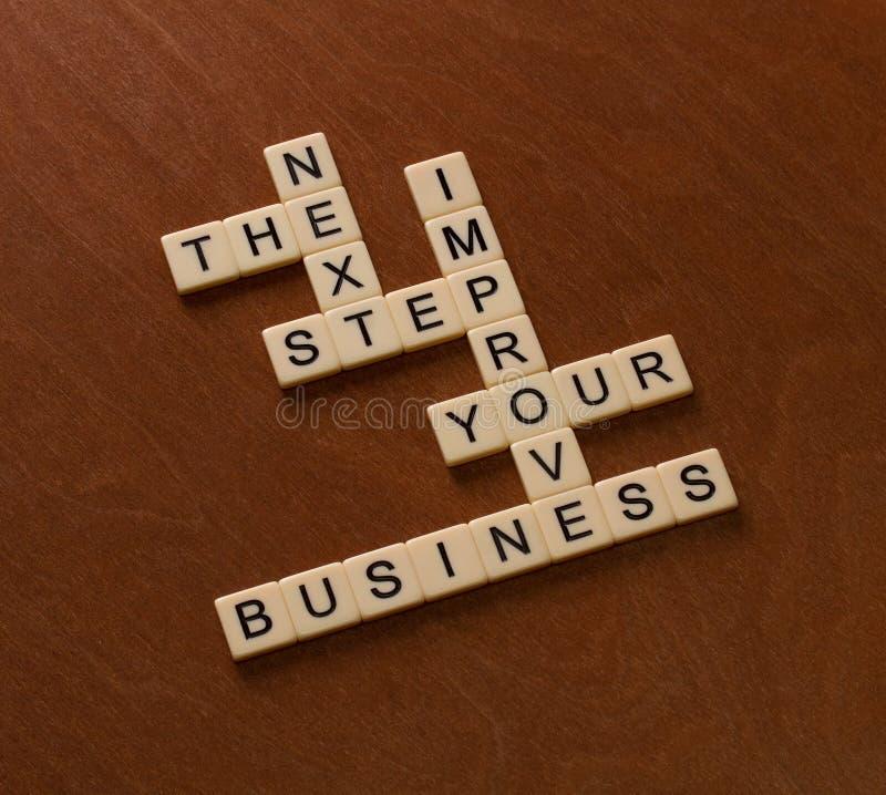 Crossword łamigłówka z słowami Następnymi, krok, biznes Zaczyna Up conce obrazy stock