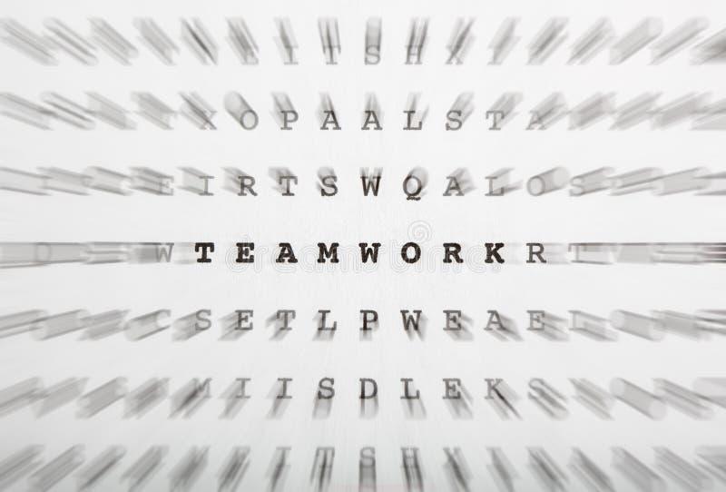 Crossword listy, ostrość na słowo pracie zespołowej obraz stock