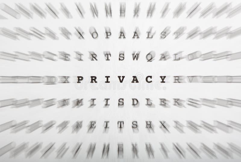 Crossword listy, ostrość na słowo prywatności zdjęcie stock