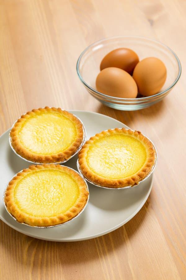 Crostata dell'uovo ed uovo fotografia stock
