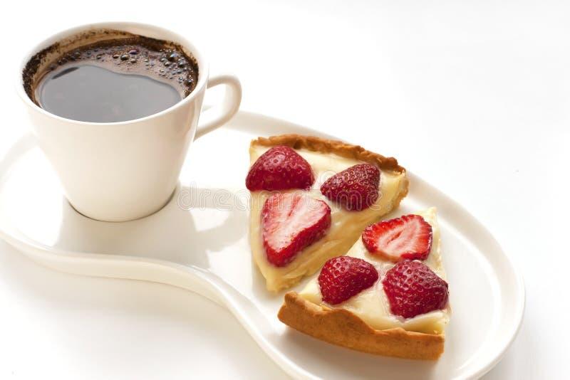 Crostata della fragola con caffè immagine stock