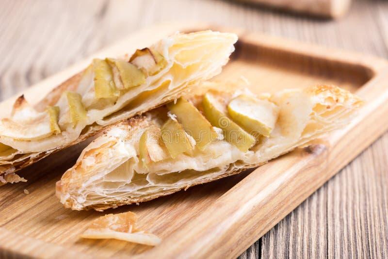 Crostata di mele casalinga affettata fotografie stock libere da diritti