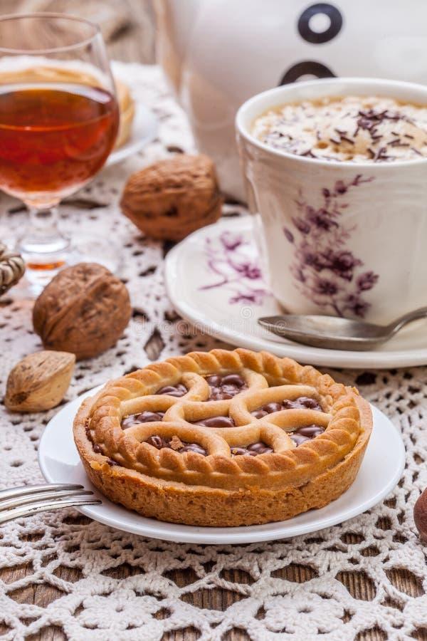 Crostata saporita della noce del cioccolato immagini stock libere da diritti