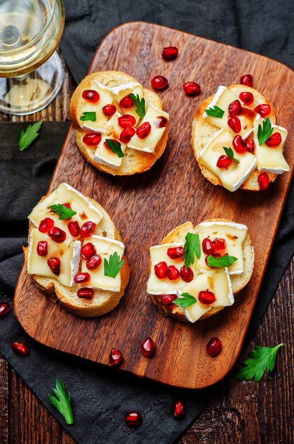 Crostini van de de azijnpeterselie van de Briegranaatappel balsemieke stock afbeelding