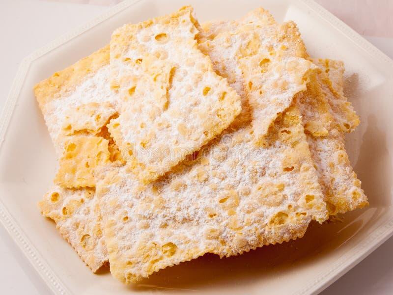 Crostoli, типичная итальянская помадка стоковое изображение rf