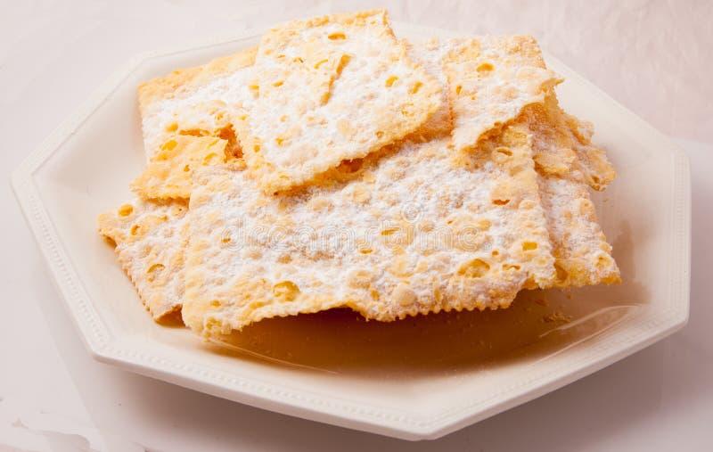 Crostoli, bonbon italien typique photographie stock libre de droits