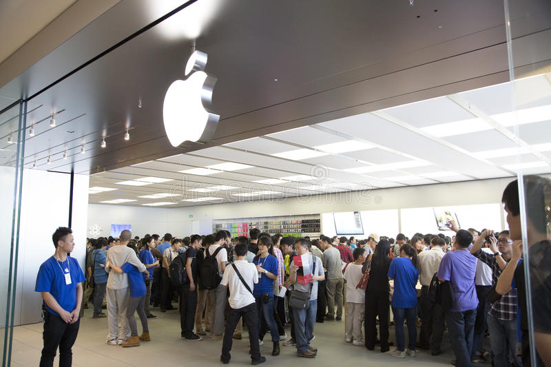 Crowd at Apple store Shenzhen, China royalty free stock photo