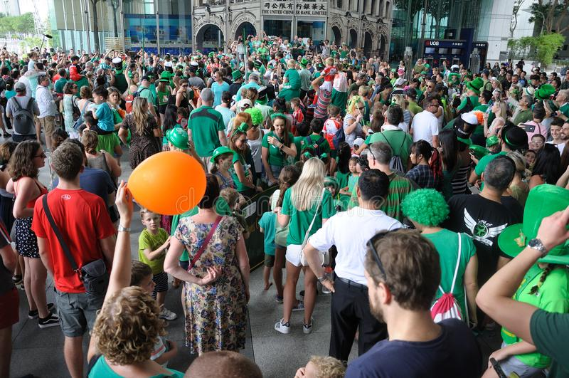 Paraders and crowd gathers at UOB Plaza in Singapore during the 2018 Saint Patrick`s Day royalty free stock photos