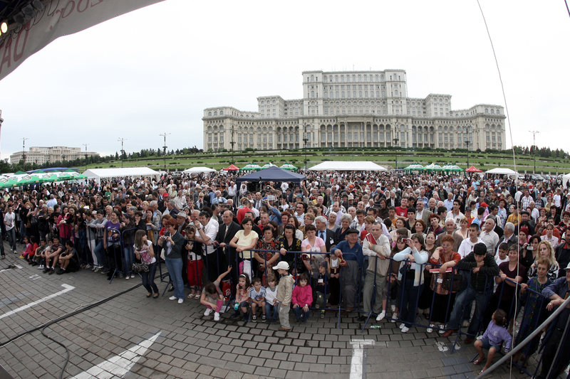 Download Crowd Of Spectators At Event Editorial Photography - Image of event, community: 7813212