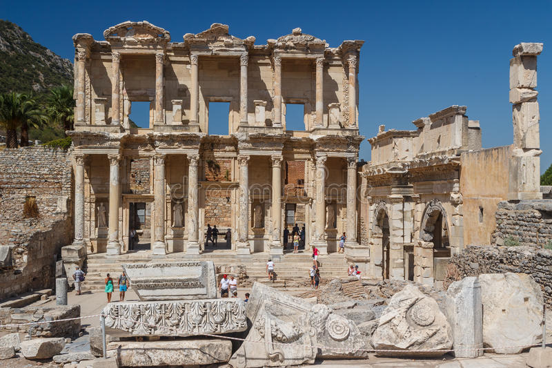 Crowded ruins of the ancient city of Ephesus royalty free stock photos