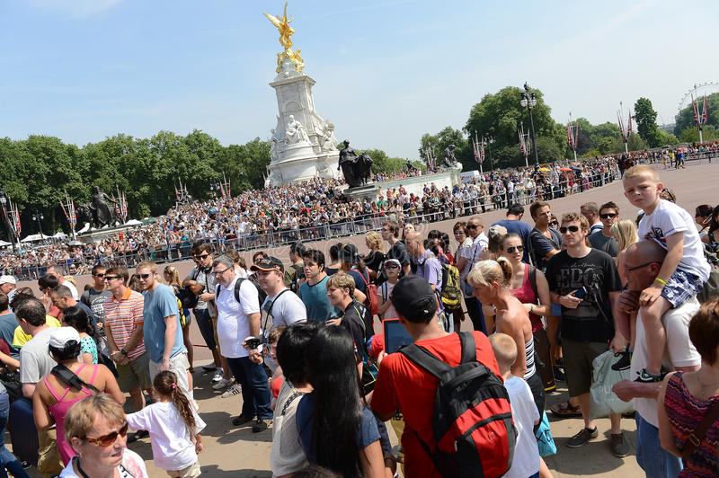 Crowds Outside Buckingham Palace Editorial Stock Image