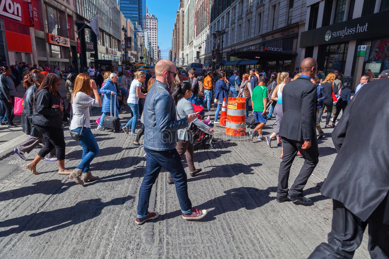 Crowds of people crossing a street in midtown Manhattan, New York City stock photos