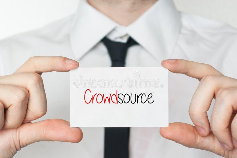 Crowdsource Het Adreskaartje van de holding van de zakenman royalty-vrije stock afbeeldingen