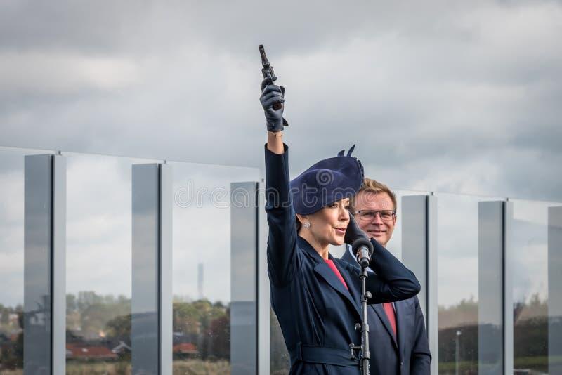 Crown princess Mary fires the gun to start the run over the bridge royalty free stock photos