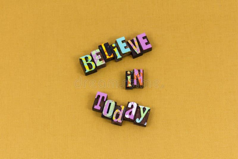 Croyez aujourd'hui la typographie de succès de confiance de foi image libre de droits
