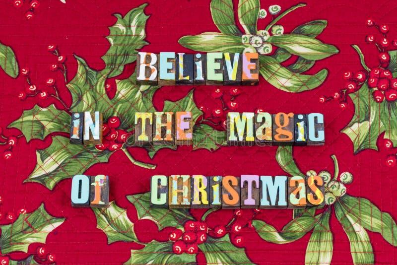 Croyez la typographie magique de paix d'amour de Noël photographie stock