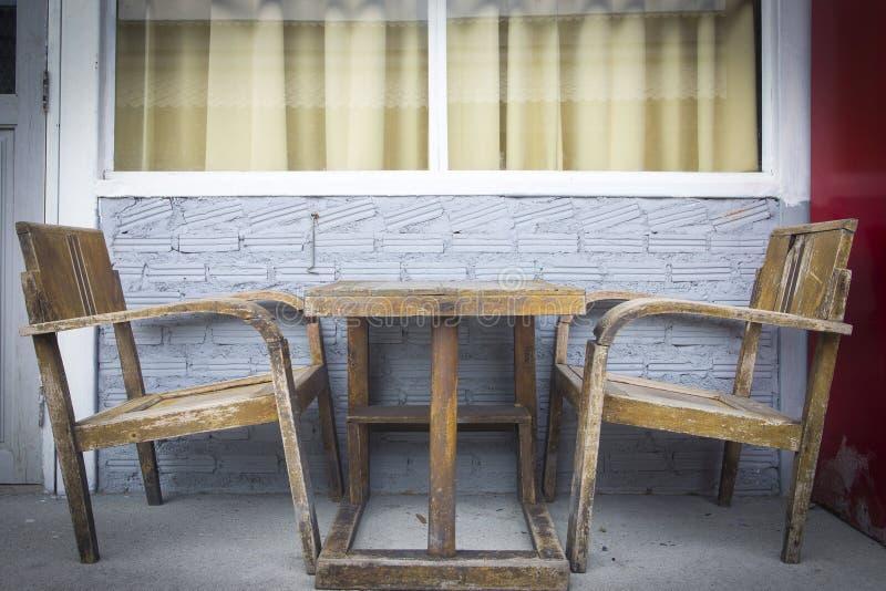 Download Cru image stock. Image du fauteuil, vide, café, étage - 45356601
