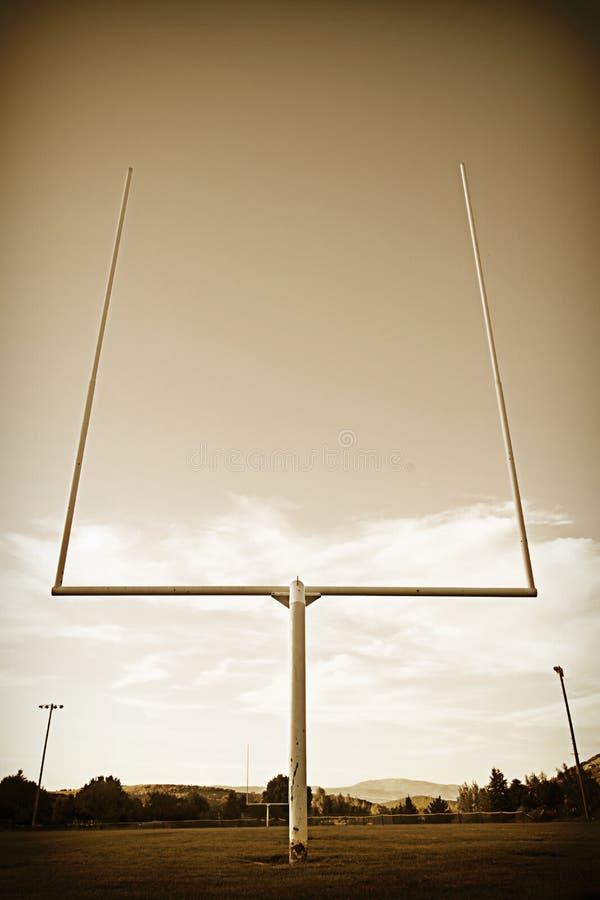 Cru de poteaux de terrain de football images libres de droits
