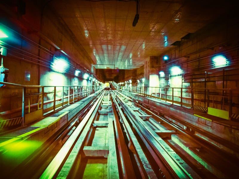 Cru de tunnel de tube rétro images stock