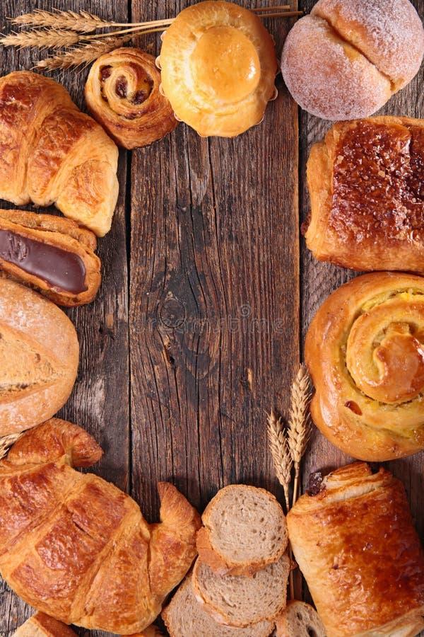 Cruasán, pan y pasteles foto de archivo