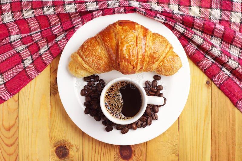 Download Cruasán Y Taza De Café Sabrosos Imagen de archivo - Imagen de brunch, hornada: 44850609
